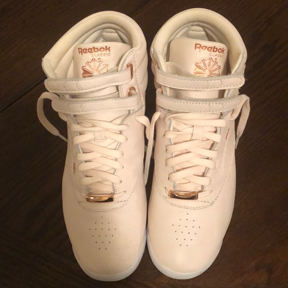 Último Fracción Arsenal  Reebok Shoes | Reebok Classic Hightop Light Pink Rose Gold | Poshmark